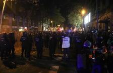 Tensión y cargas durante las concentraciones en torno a la delegación del gobierno español en Barcelona