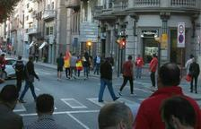 Els CDR denuncien que persones amb banderes espanyoles provoquen els manifestants de la columna que recorre la rambla Ferran de Lleida