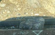 Cae una gran roca en la C-14 cerca de Organyà