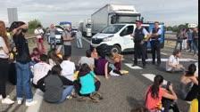 Els mossos demanen desallotjar l'autovia A-2 i els manifestants s'hi neguen