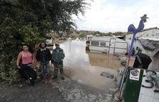 L'aigua nega un assentament gitano a Lleida ciutat