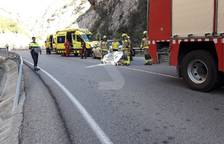 Mor la conductora d'una moto en xocar amb un cotxe en Castell de Mur