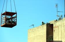 Demolición ladrillo a ladrillo del edificio en Badalona