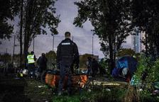 Francia desaloja a inmigrantes en París