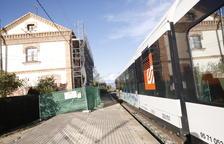Ferrocarrils repara l'estació de Vallfogona, on viu una família