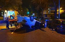 Un conductor borratxo s'estavella amb el cotxe al nucli urbà de Reus