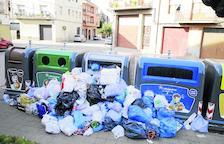 Servicios mínimos y sabotaje el primer día de huelga indefinida de basura en la Noguera