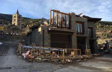 Alt Àneu derriba las cuatro casas en litigio de Son y conserva los garajes