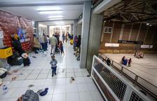 Desallotjades 120 persones per un incendi al pàrquing d'un bloc de pisos de Juneda