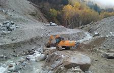 Los trabajos se centran ahora en la construcción de una escollera en la margen derecha del Valarties.