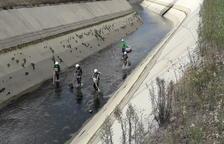 Rescatan 186 truchas antes de vaciar por obras el canal de Gavet