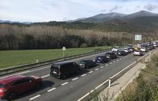 Cues de nou quilòmetres per accedir a Andorra