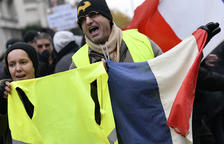 """Disturbios en París en el aniversario de las protestas de los """"chalecos amarillos"""""""