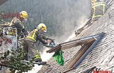 Un incendi afecta la teulada d'un habitatge al nucli de Vilac