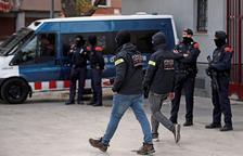 Macrorredada policial en Badalona contra el tráfico de drogas y armas