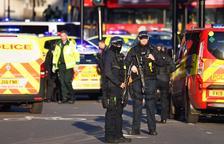 Un terrorista mata a 2 personas en Londres y es abatido por la Policía