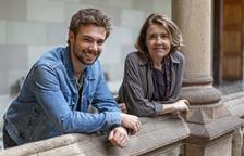 La sèrie està protagonitzada per Carlos Cuevas i María Pujalte.