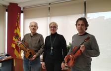 Donan dos violines a la Escola Municipal de Música de Tremp