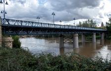 Evacúan en Zaragoza a un centenar de personas por la crecida del Ebro