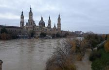 El caudal del Ebro supera en Zaragoza los 4 metros de altura