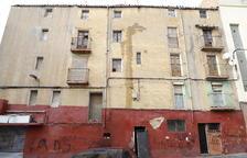 Precinten un edifici abandonat de Lleida per una filtració d'aigua