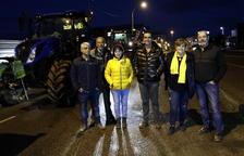 Una desena de tractors surten de Mollerussa en direcció a Lledoners