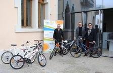 Entreguen les primeres bicicletes que van rescatar de la deixalleria