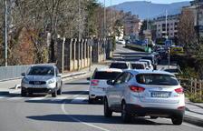 Cues quilomètriques al matí a la carretera d'accés a Andorra