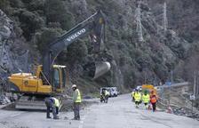 El corte de la C-13 todo el fin de semana en Llavorsí por el alud de rocas indigna al Pallars