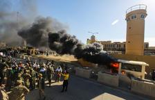 Manifestants irrompen a l'ambaixada d'EUA a Bagdad