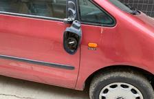Onada de vandalisme a Soses amb vuit cotxes i mobiliari urbà danyats