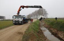 El cotxe en què fugien tres furtius cau a una séquia a Vallfogona