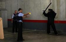 Un municipi de la Franja compra dos pistoles elèctriques Taser i forma la Policia Local per usar-les