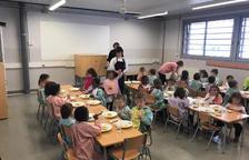 Quejas porque los niños de P3 de un colegio de Alcarràs comen en un aula