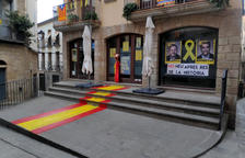 Pinten la 'rojigualda' a la seu d'ERC de Solsona