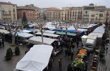 Imatge del mercat dels dissabtes a la plaça Mercadal.