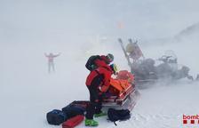 Difícil rescate de un pistero de Port del Comte tras caer su moto de nieve