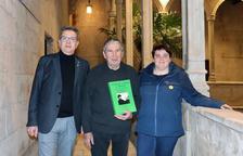 El autor, con el presidente y la vicepresidenta de la Diputación.