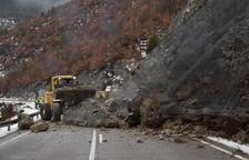 Desbordamiento de ríos y desprendimientos en varias carreteras de Lleida
