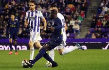 Un gol de Nacho en la recta final le basta al Madrid para ser líder