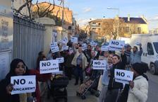 """Ajuntament i Educació veuen """"inevitable"""" el tancament del Guimerà i les famílies protesten"""