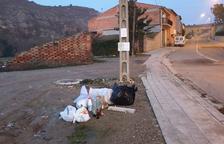 Alcarràs multa 91 veïns per tirar escombraries en carrers després d'escorcollar-los les bosses