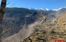 Un fuego forestal quema una hectárea en Bellver