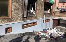 Un incendio por un fallo eléctrico daña una lavandería en Vielha
