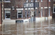 La tormenta Dennis causa tres muertos a su paso por Reino Unido