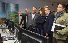 La consellera de Presidència, Meritxell Budó, va visitar ahir la seu d'ASG, a Tàrrega.