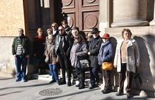 Representants de la plataforma, davant la nova seu del Morera.