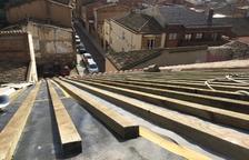 Almacelles acaba las obras de la iglesia tras reponer 4.000 tejas