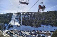 Miles de esquiadores llenan las pistas en otro fin de semana de récord de esta temporada