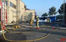Incendi de pneumàtics reciclats a Maials
